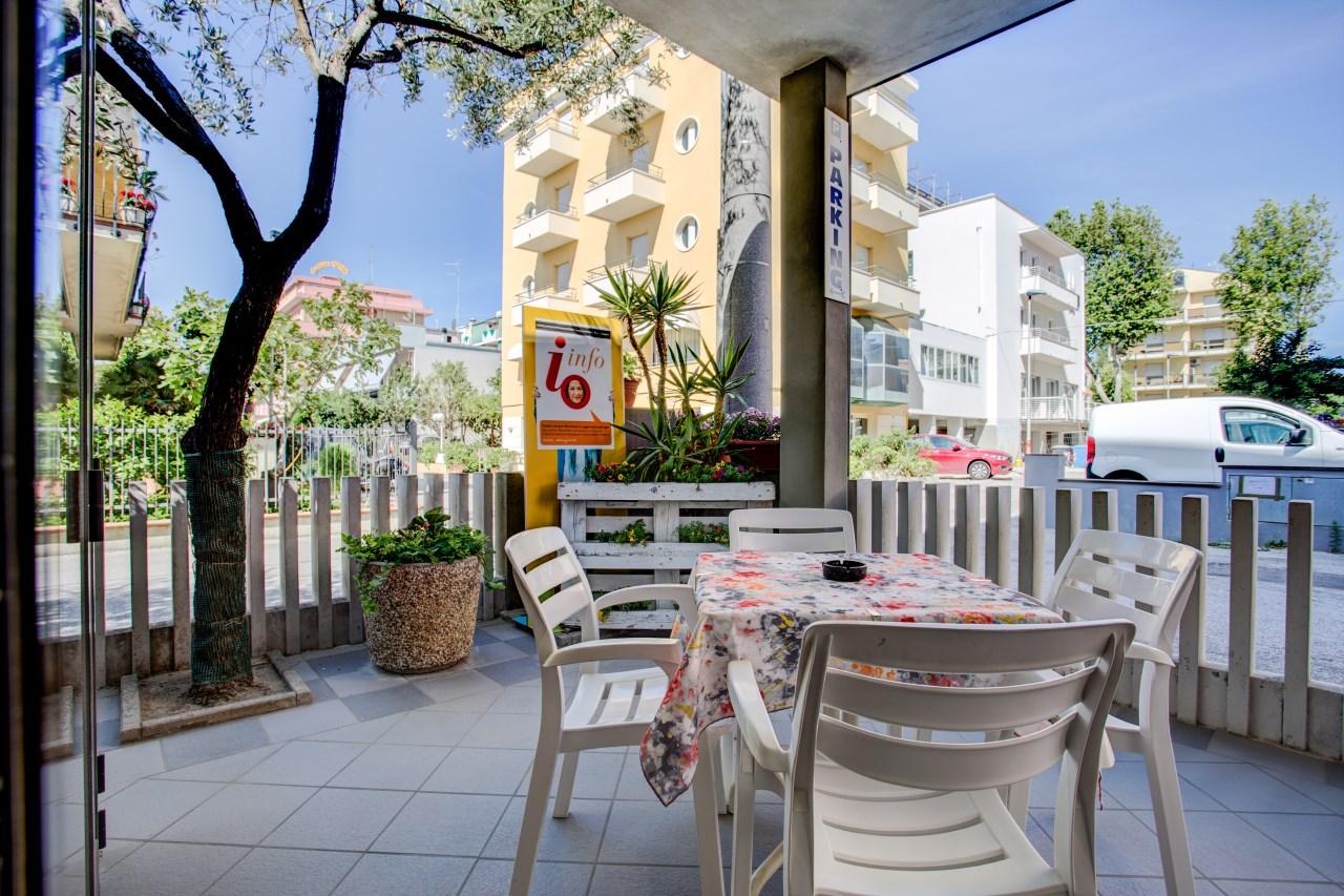 Hotel 3 stelle a Rimini con veranda tra ulivi