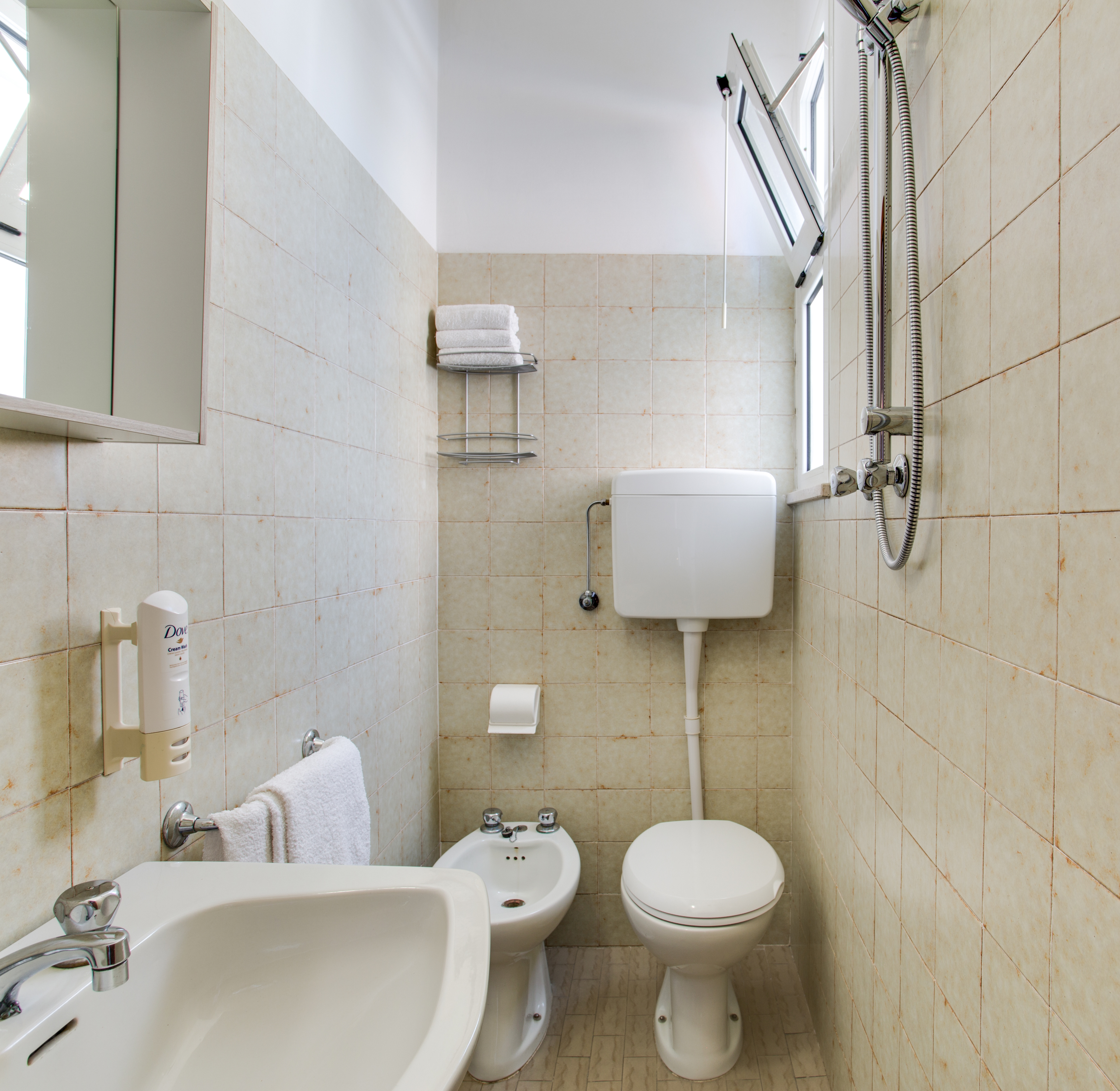 Camera hotel con bagno standard